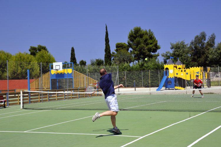 Sports et loisirs camping del mar village argeles sur mer for Longueur terrain de tennis